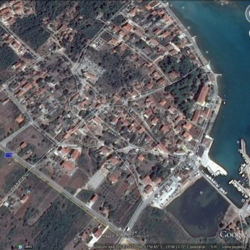 Građevinsko zemljište: 931 m2 Ugljan