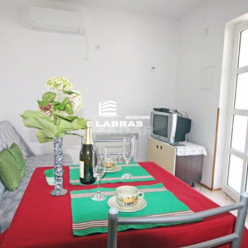 Kuća s apartmanima: 350 m2 Vinjerac