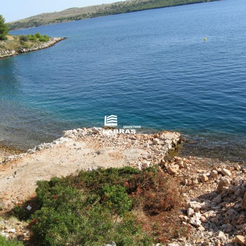 Otok Lavdara: Katnica 220 m2, prvi red uz more!!!