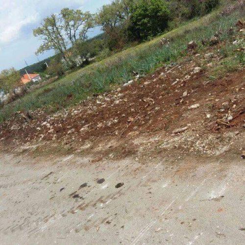 Građevinsko zemljište: 950 m2 Debeljak – 35 E/m2 !!