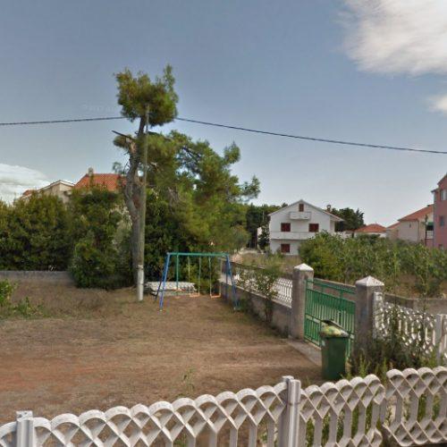 Građevinsko zemljište: 450 m2 Privlaka – 300 m od mora!!