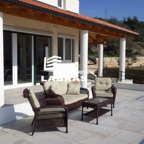 Kamena villa: 420 m2 – Otok Rava – Prvi red uz more!!!