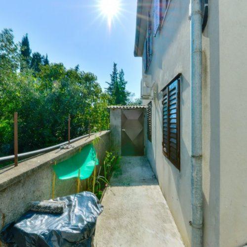 Etažirana kuća: 188 m2 Biograd na Moru – 100 m od mora!