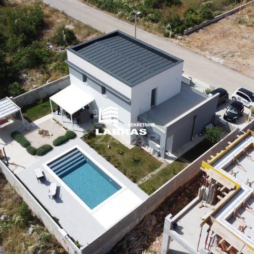 Kuća s bazenom: Crno, 210 m2 – Top lokacija – Namješteno!!